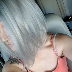 Wig /  Silver / gray  / synthetic hair / bob